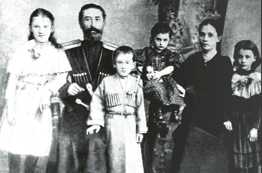 Мисост Абаев с семьей