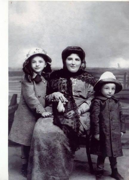 Солтанат Тарковская с детьми