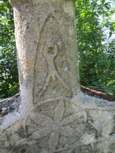 Верхняя часть сынташа Махти Ширданчи с тамгой